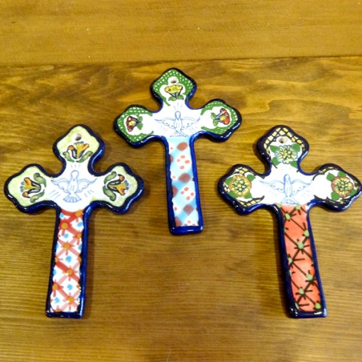 メキシコのタラベラ焼きの十字架