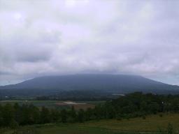雲のかかった羊蹄山