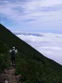雲海の上のトレイル