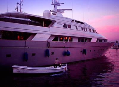 モナコ夕景とメガヨット