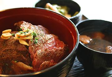 キッチン四季のステーキ丼