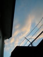 隙間から見た西の空