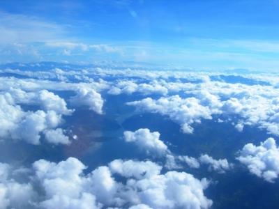 雲間に見る陸地
