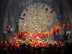 世界最長の鉄道トンネル