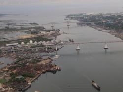 新旧のマクタン大橋