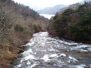 竜頭の滝より望む中禅寺湖