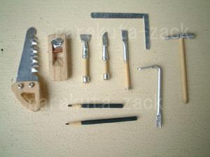 ミニチュアの大工道具の画像