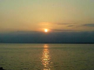 江ノ島の橋から見た夕日