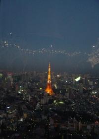 東京タワー50周年の文字が点灯されています