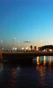 片瀬江ノ島の駅前の橋の上から見た景色