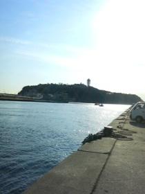 見えるのは江ノ島です