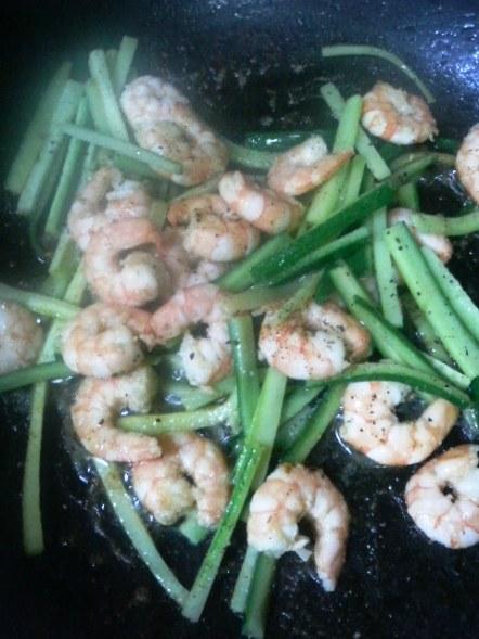 きゅうりと海老の炒め物