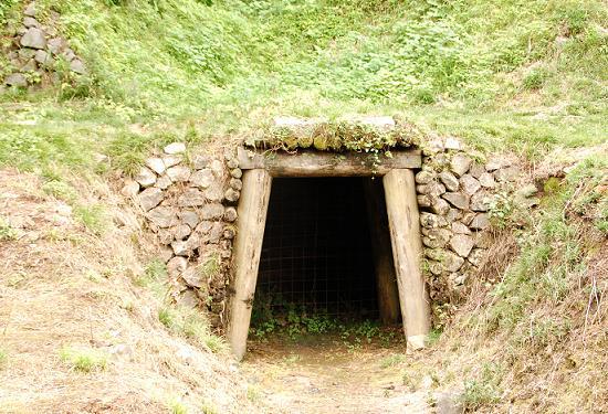 銅山入り口