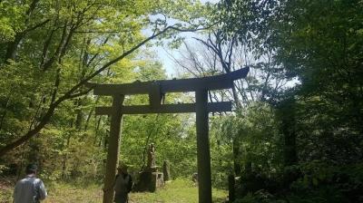 山歩き途中の神社