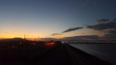 吉野川の河口かの夕暮れ