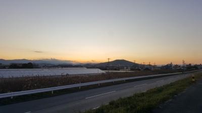 冬の夕暮れの眉山