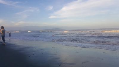 台風が近づく小松ビーチ