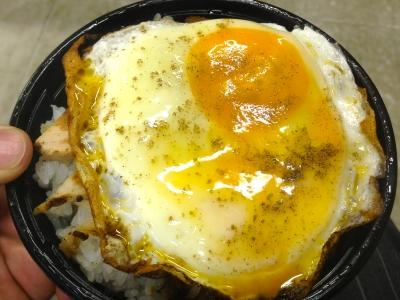 今治名物「焼き豚卵飯」