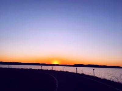 湖畔の夕焼け
