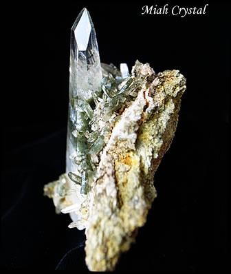 緑泥ヒマラヤ水晶イシス ガネーシュヒマール産 ミーアクリスタル
