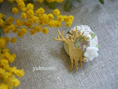 鹿とペリドットのブローチ