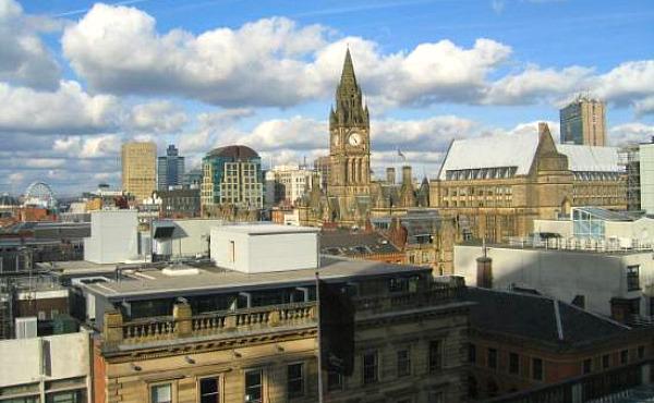 窓からぼーっとマンチェスターの景色を眺めている