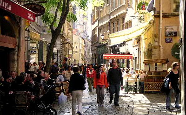 サンジャン通りにはおしい食べ物やさんが軒を連ねる