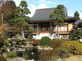 庭園に本堂(清岩院)