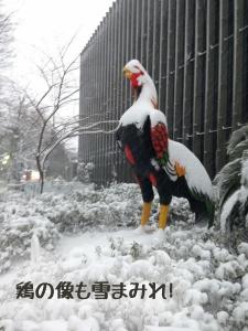 鶏の像も…
