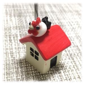 にわとりと赤い家