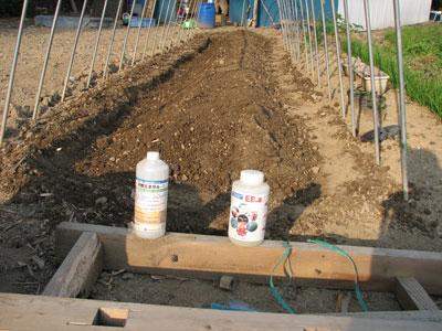 特別ミネラル栽培の基本。農業用天然ミネラル-1とEBaエコで土壌ポーラス化