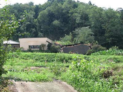 台風9号の傷跡:地滑りで全損した群馬県富岡市妙義町の工場2
