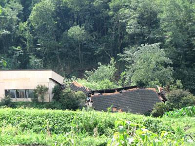 台風9号の傷跡:地滑りで全損した群馬県富岡市妙義町の工場3