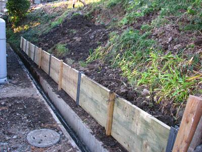 台風9号により被害を受けた土手の補修工事