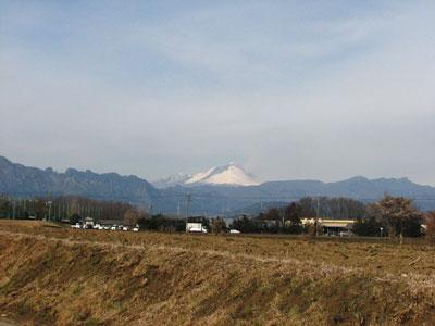 小噴火を繰り返している浅間山