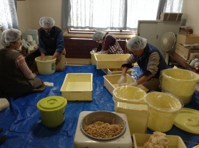 富岡市妙義町産大豆と米麹で手前味噌を仕込ます