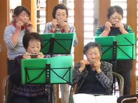 踊りハーモニカ2.JPG