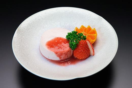 デザート(苺のムース)