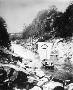 天竜川を下るお米の帆掛け船(大正末)
