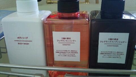 ちなみに無印さん、松山油脂さんには『せっけんシャンプー』というノンシリコンの物があり、  身体に優しい素材で、皆さんが喜んでくださるかな…とも考えたのですが、