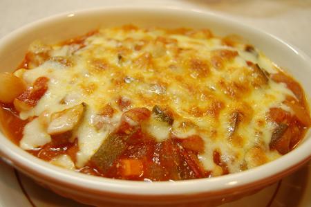 ラタトゥイユ風トマト煮込みのチーズ焼き