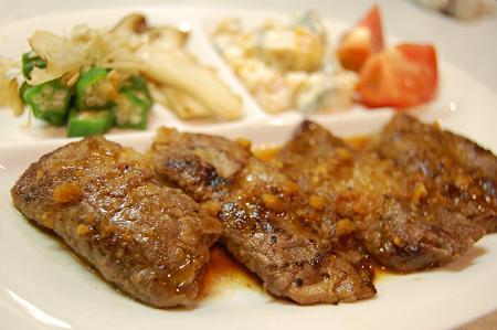 重ね牛肉のなんちゃってステーキ(柚子ソース)