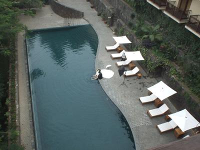 マラヤ・ホテル 2003.1