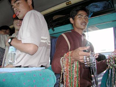 タンクバン・プラフのバス2003.10