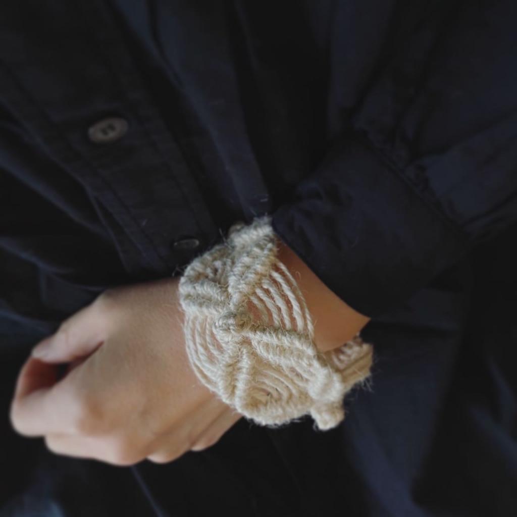 マクラメ編みのバングル