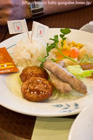 5/25の離乳食�(初お子様ランチ!)
