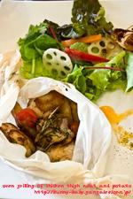 鶏もも肉とジャガイモの香草紙包みオーブン焼き