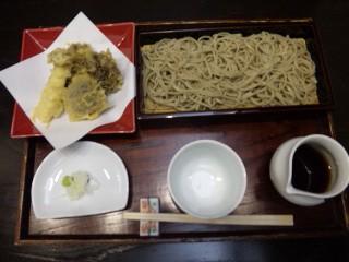 キノコ天ぷら付きのお蕎麦
