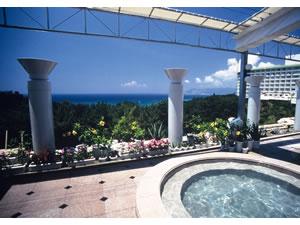 かりゆしビーチリゾートオーシャンスパ南国風露天風呂