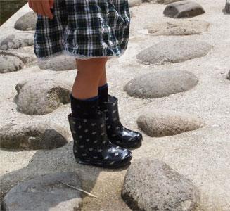 可愛いブーツ。でも、靴の中がすぐに水浸しになりました。